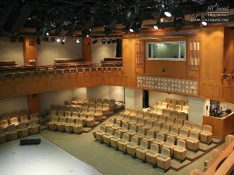 예술공연장 내부