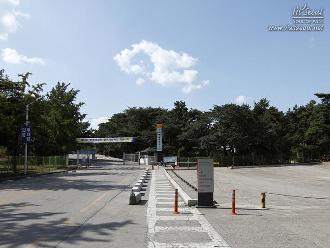 의릉 입구에 있는 주차장