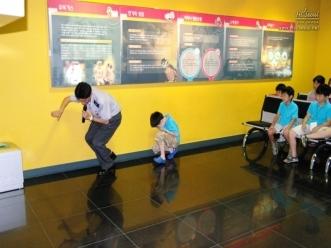 서울시민 광나루안전체험관 연기피난체험 시범 모습
