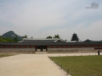행각 너머 국립민속박물관 전경