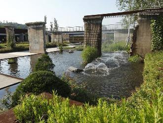 기존 정수장 침전조를 활용한 몬드리안 정원