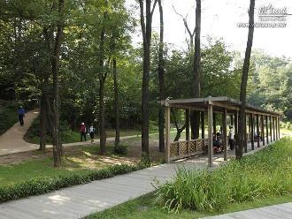 열린마당 산책로와 휴식공간