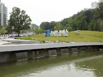 7개의 크고 작은 폭포와 연못으로 구성된 '칠폭지'