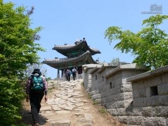 북한산 동장대 가는 길
