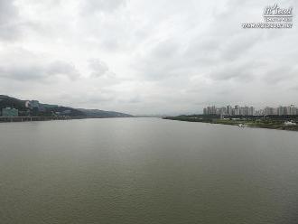 광진교 8번가에서 한강 상류 방향으로 바라본 풍경