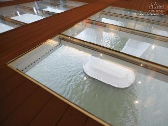 강화유리로 만든 바닥 창