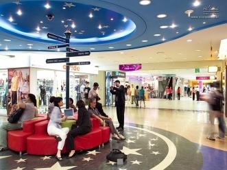 아이파크몰 내부의 쇼핑 센터 전경
